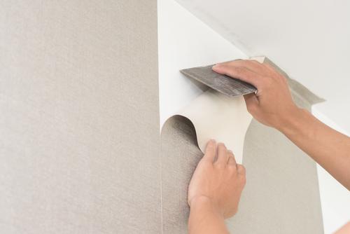 shutterstock 424756768 - 6 Cara Memasang Wallpaper di Dinding Rumah